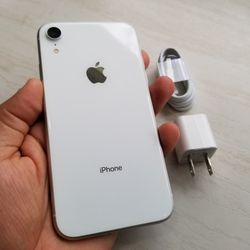 Unlocked Iphone Xr White 64gb Used great conditions (price is firm)  Thumbnail