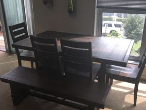 Dining set and Hutch for Sale in St. Louis, MO