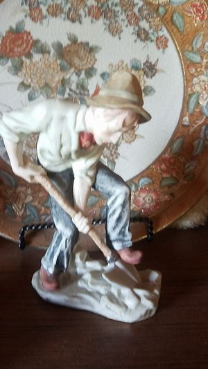 Poclein man digging with shovel 6 1/2 inches tall for Sale in Farmville, VA