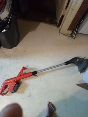 Photo Black and Decker cordless 18 volt weed eater with charger