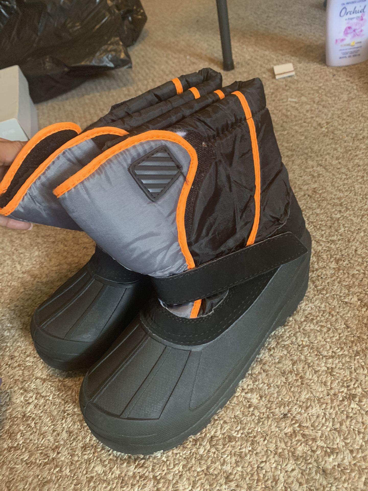 Kids size 5 snow boots