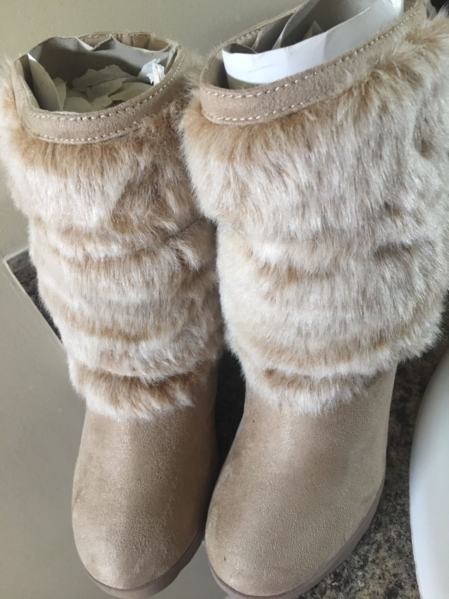 Girl's boot size 8.5