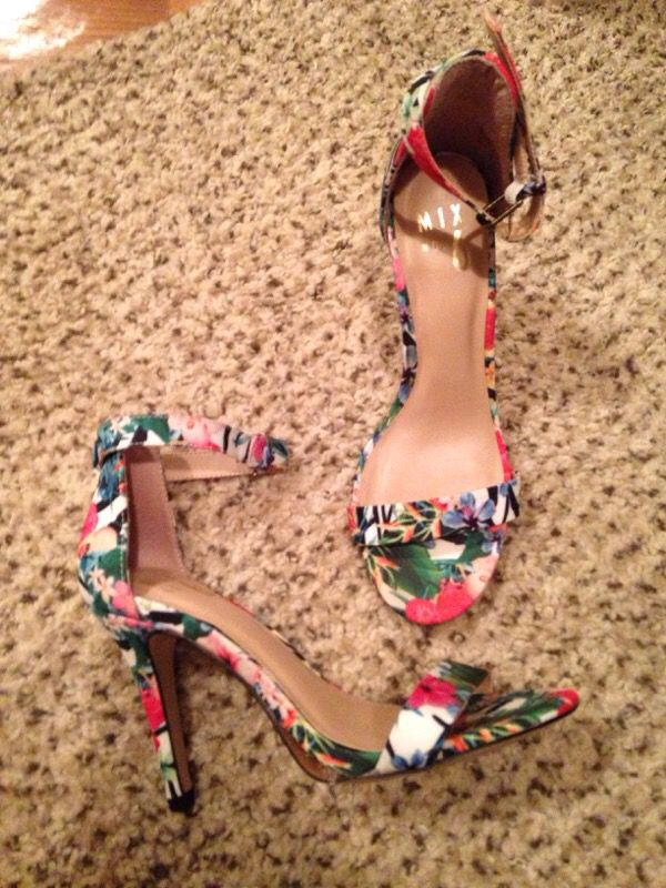 8444e350283 DSW designer strappy heels for Sale in New Braunfels