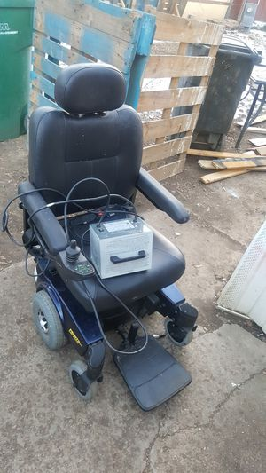 Electric wheelchair with CHARGER for Sale in Colorado Springs, CO