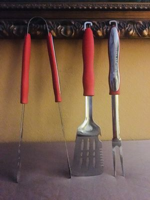 3 pc. Cuisinart CGS-134 Grilling Tool Set Red for Sale in Orlando, FL