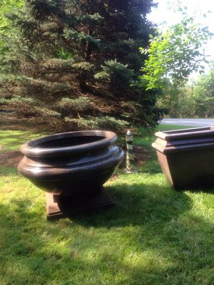9 Huge planters for Sale in Lake Ridge, VA
