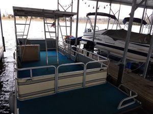 24 ft Lowes pontoonboat for Sale in Nashville, TN