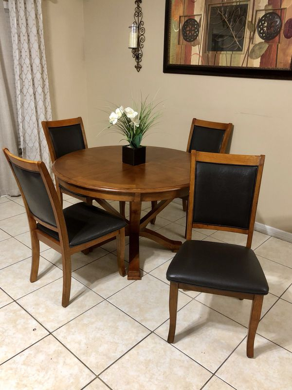 Gorgeous Rooms To Go Dining Set Furniture In Clermont Fl Offerup