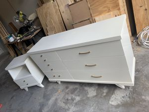 Photo Restored Mid century modern Harmony house set with dresser / chest and nightstand