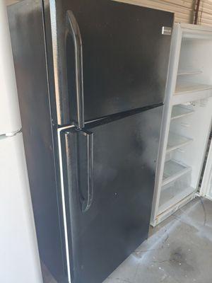 Photo Black Frigidaire refrigerator freezer works great