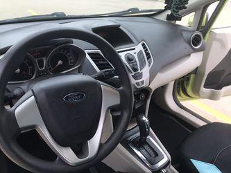 2011 Ford Fiesta Thumbnail