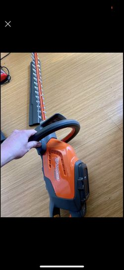NEW Husqvarna 40V Hedge Trimmer With Battery & Charger Thumbnail