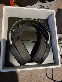 Steelseries Arctis Pro Wireless Gaming Headset Thumbnail