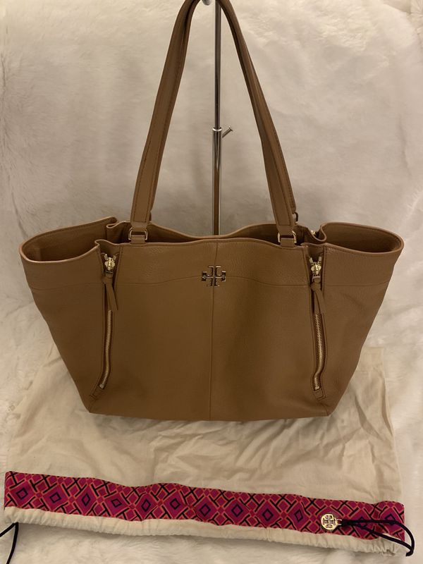 dd9ba81ac1f8 Tory Burch Ivy Tote for Sale in Piscataway Township