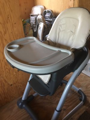 High Chair with recline feature for Sale in Los Angeles, CA