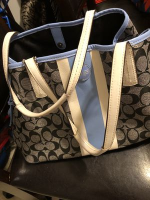 Coach purse for Sale in Clayton, NC