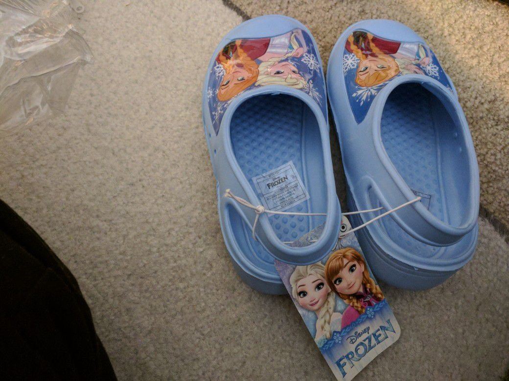 l respond between the hours of 10 am-10:00pm only !!!!Brand new Disney Frozen clogs for little girls