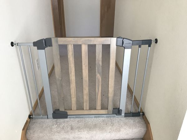 Munchkin Auto Close Rustic Safety Gate Washed Wood For Sale In Pacific Wa Offerup