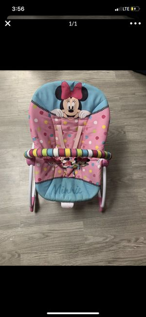 Photo Minnie Mouse rocking chair and activity play mat