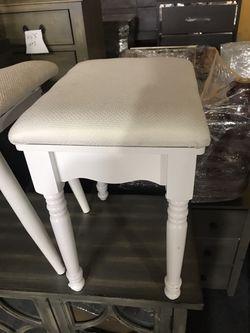 Small Chair Thumbnail