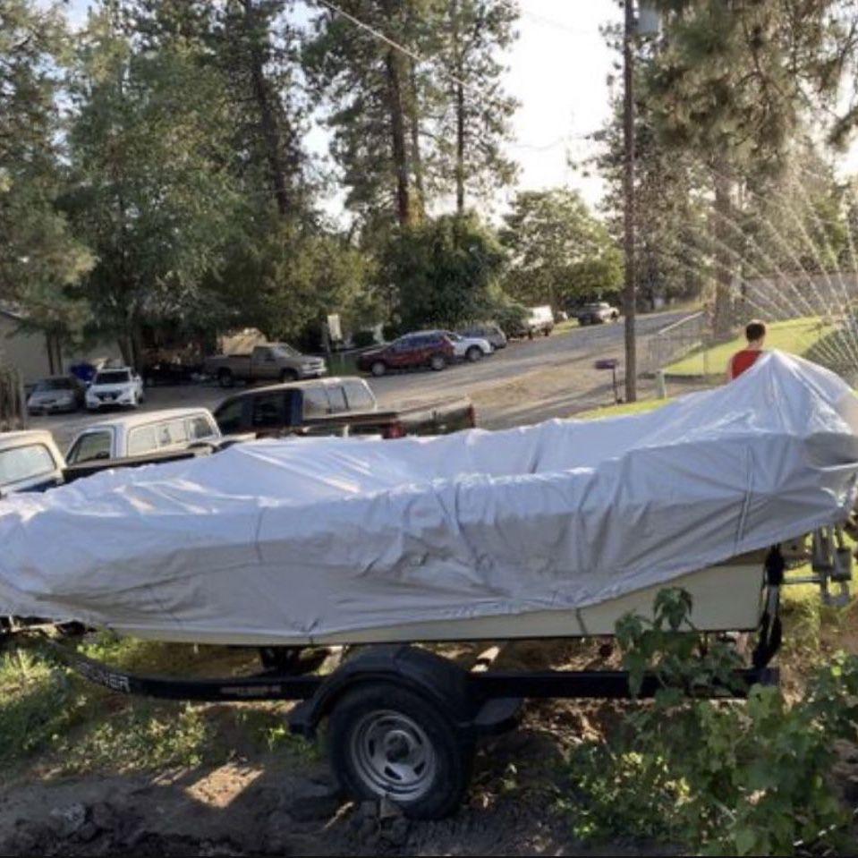 Photo Motor Boat, 2010 Crestliner boat trailer, 2020 Terrova 12 V 55 lb Thrust 54 Trolling Motor