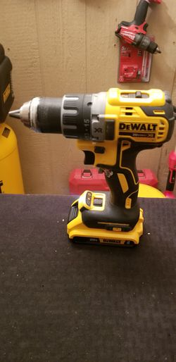 DEWALT drill kit 2.0 battery and charger Thumbnail