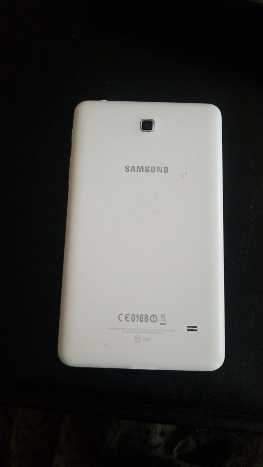 """Samsung galaxy tablet 4 7"""" with speck case"""