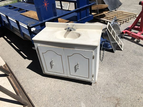 Bathroom sink for Sale in El Paso, TX - OfferUp