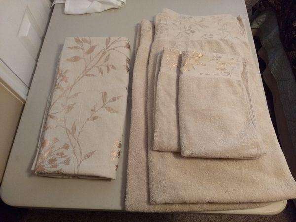 Colordrift Wildflower Matching Shower Curtain Bath Hand Towels Set