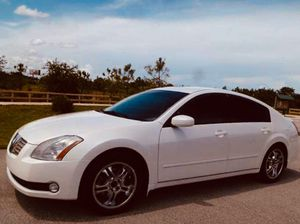 Photo White Nissan Maxima $800