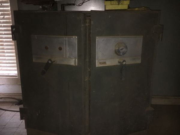 Diebold safe for Sale in Wellington, OH - OfferUp