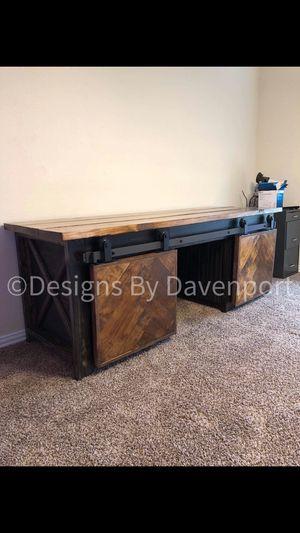 Photo Farmhouse Desk with 2 Sliding Barn Doors