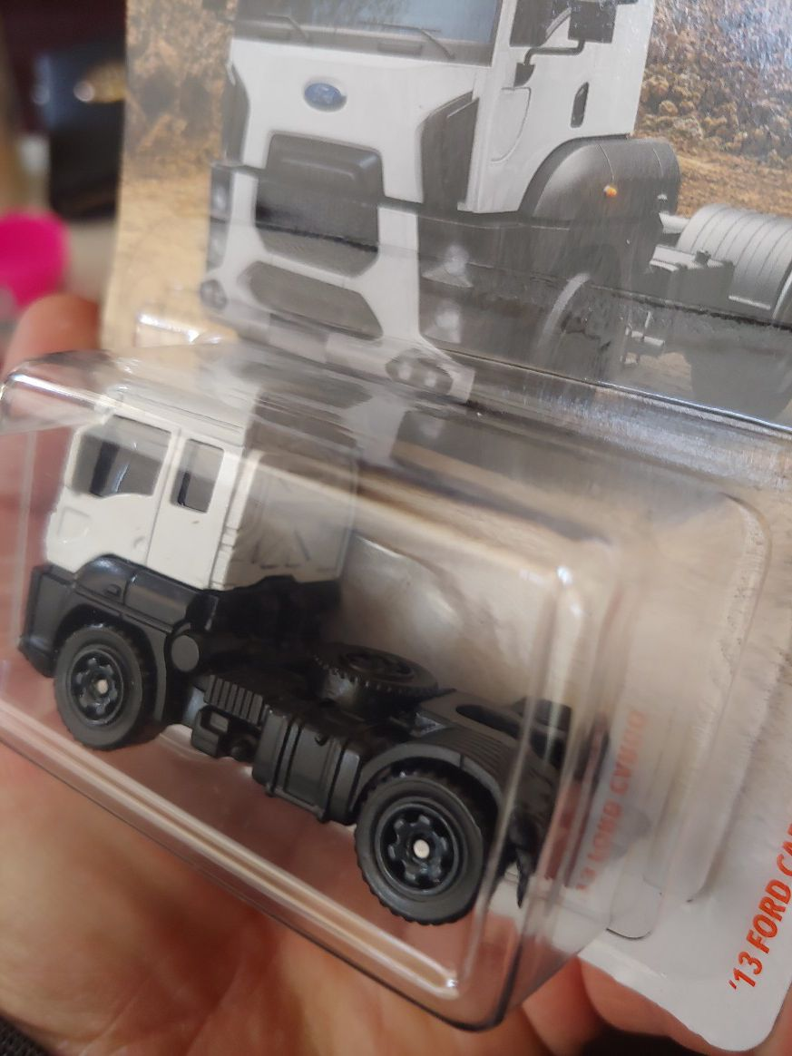2013 Ford cargo truck 🔥 1:64 scale MATCHBOX (half off only if you pickup)