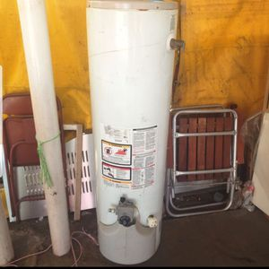 Gas water heater 30 gallons for Sale in East Los Angeles, CA
