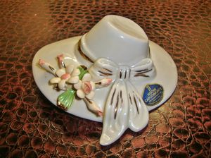 (MAKE AN OFFER) Capodimonte ladies hat for Sale in Las Vegas, NV