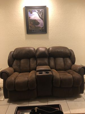 Brown reclining loveseat for Sale in Coral Springs, FL