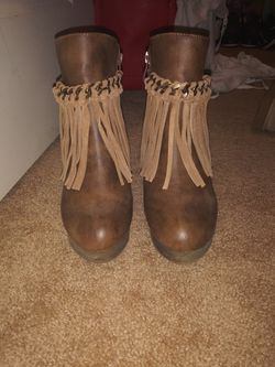 Brown boots size 7 Thumbnail