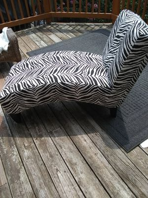 """40""""fabric lounge chair for Sale in Alexandria, VA"""