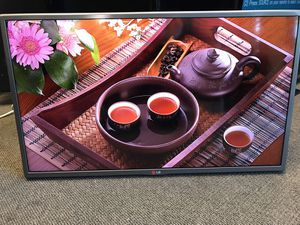 """FULL HD LED TV 32"""" lg 32 LY770 for Sale in Kent, WA"""