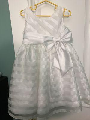Flower girl dress, girl white dress, size 2-3T for Sale in Oakton, VA