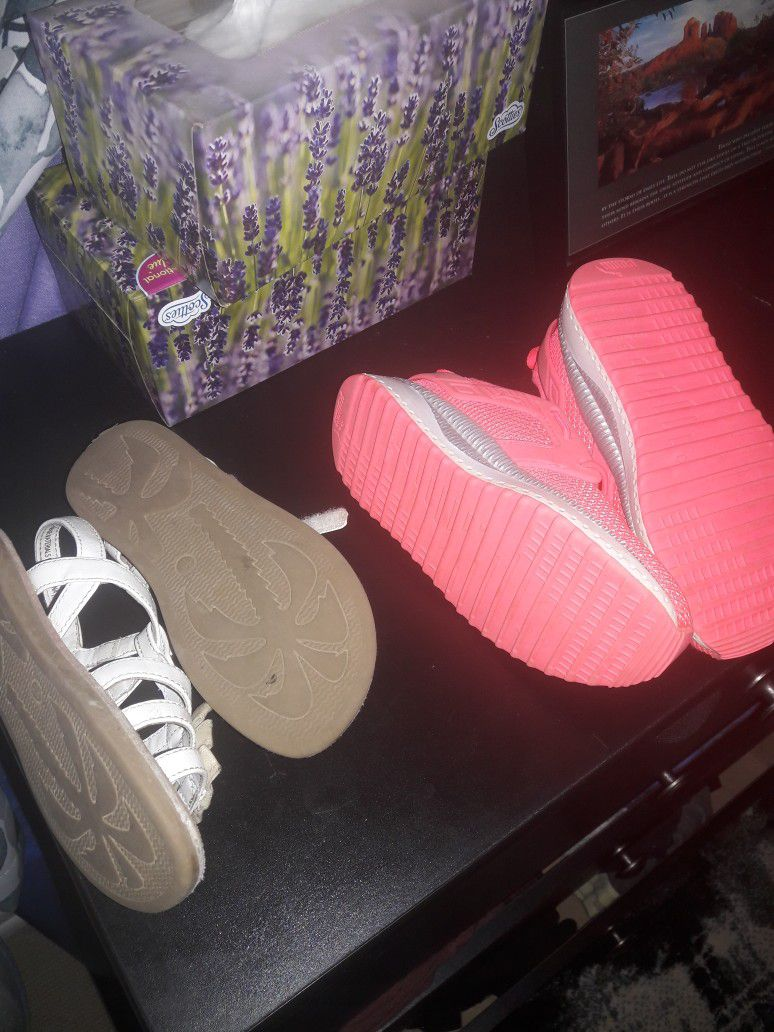 Pumas And Sandals Size 11