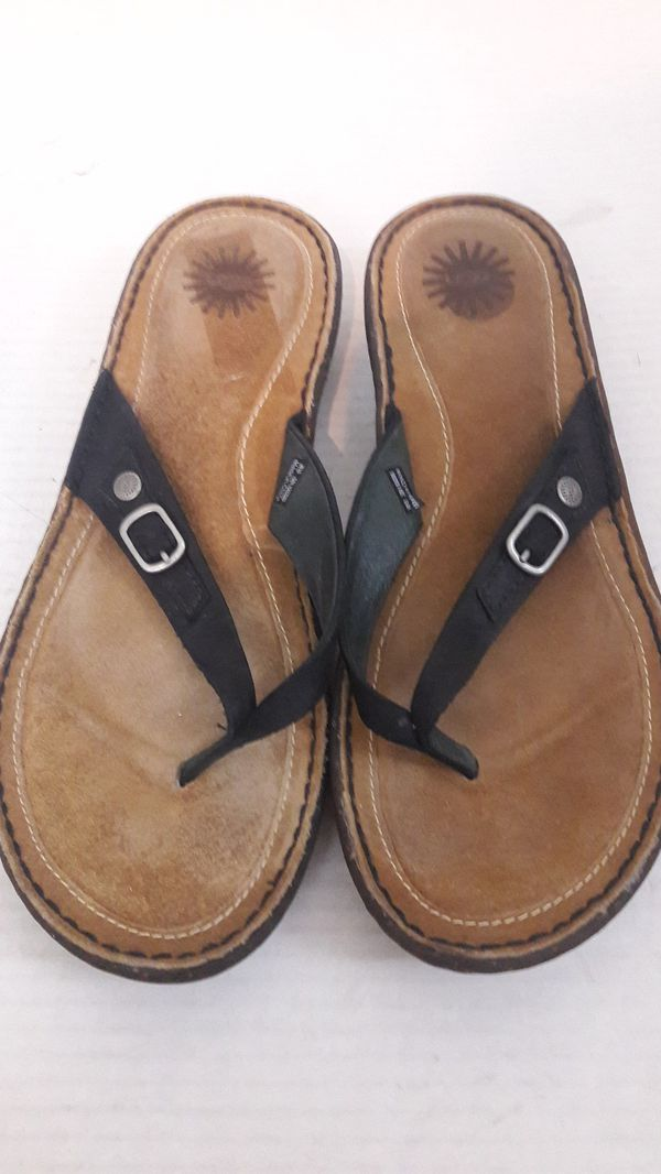 26a50c164af Women's Ugg shoes sandals flip flops solid black size 10 for Sale in Tracy,  CA - OfferUp