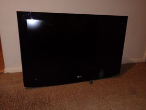 """LG 32"""" Flat screen with wall mount on the back for Sale in Baltimore, MD"""