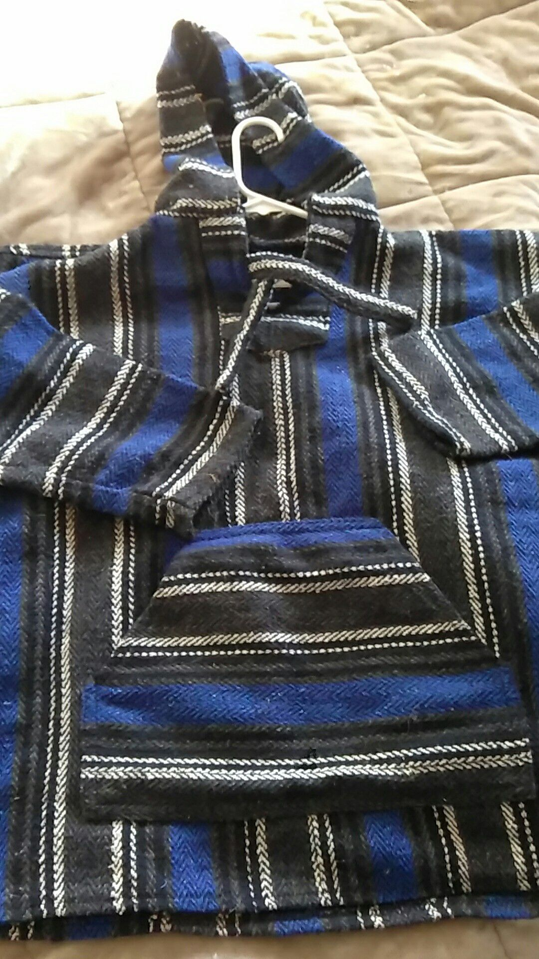 Awesome pull over Earth ragz brand size med