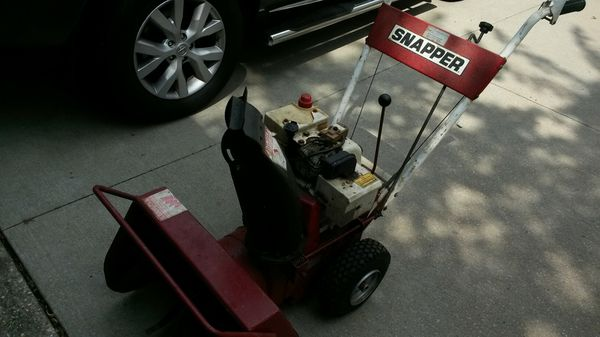 Older Snapper snow blower for Sale in Ravenna, OH - OfferUp