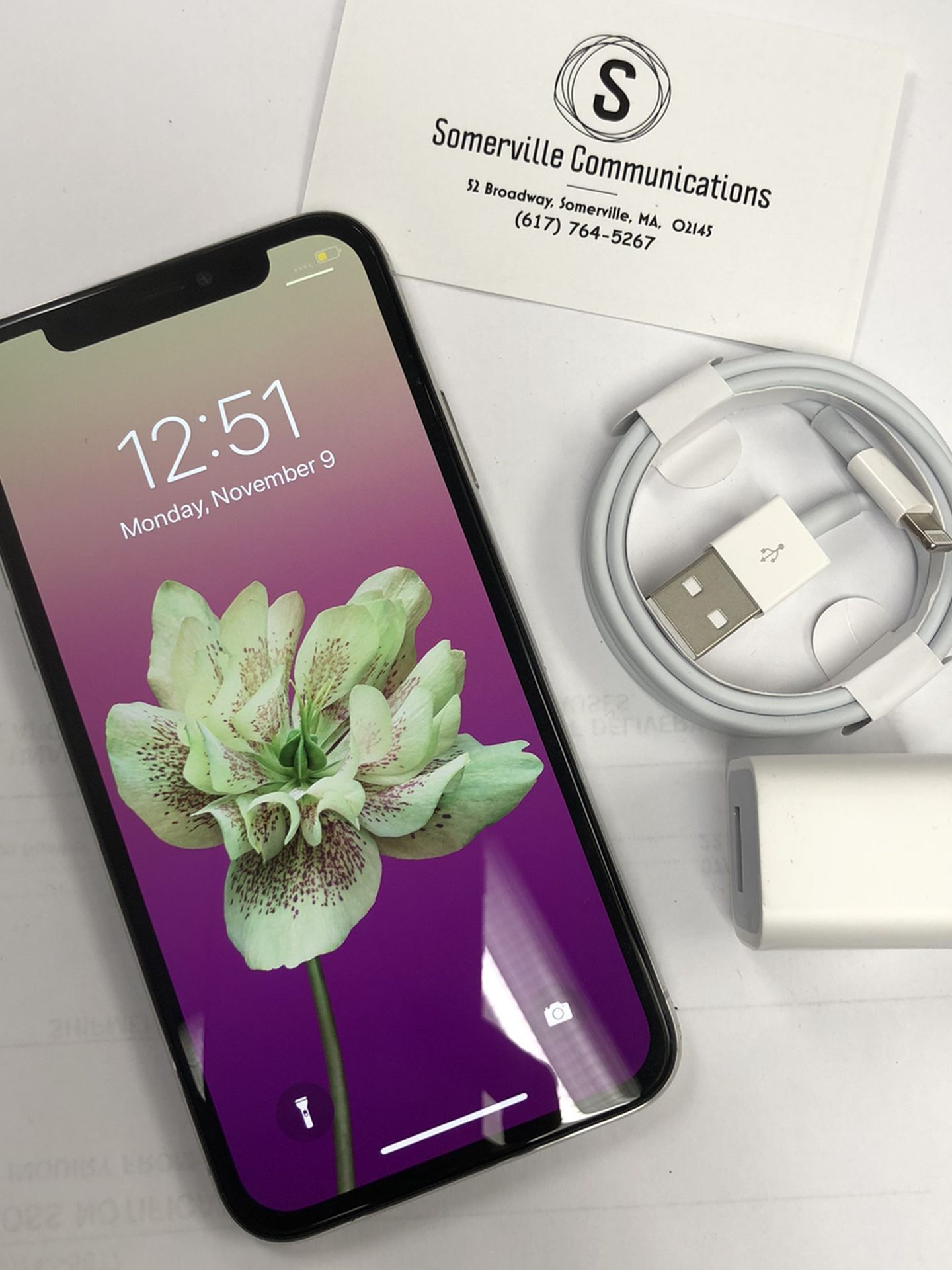 Factory unlocked iPhone x 64 gb, excellent conditions store warranty