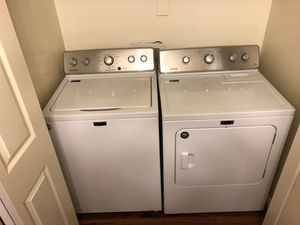 Photo Maytag Electric Washer and Dryer Set