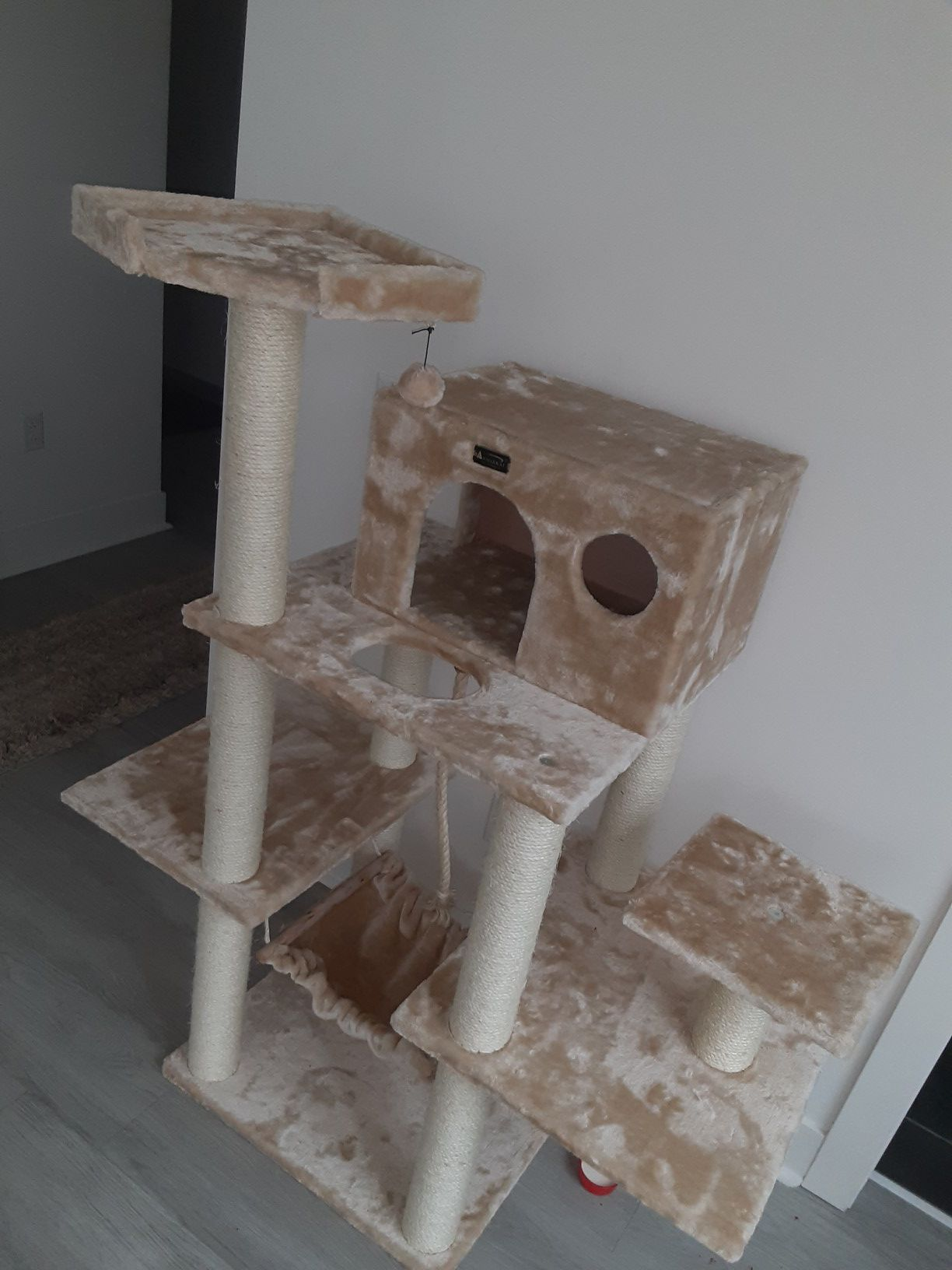 ARMAKAT TREEHOUSE BRAND NEW 76 INCH