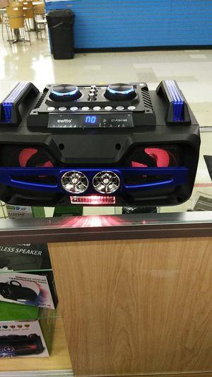 Bluetooth light up speaker for Sale in Orlando, FL