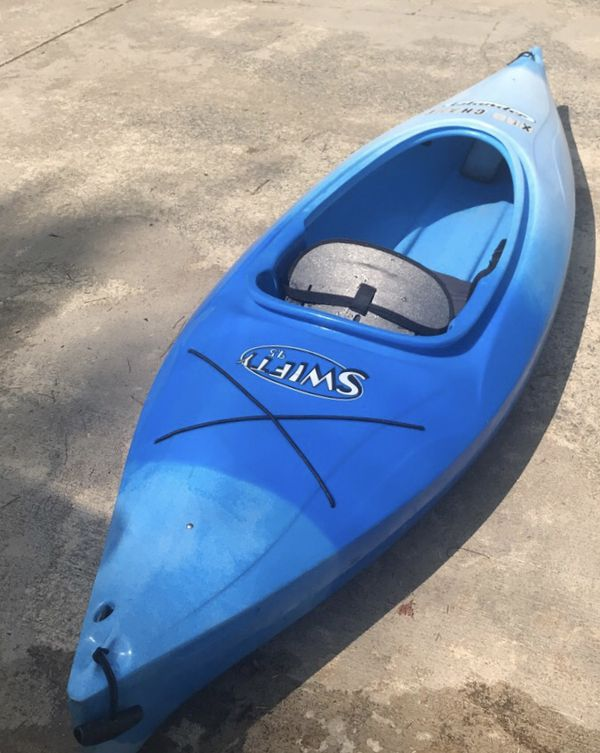 9 5 foot perception kayak with paddle for Sale in Charlotte, NC - OfferUp
